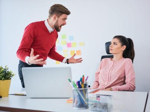 A la gente puede molestarle que les corrijas durante una conversación informal