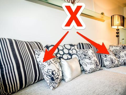 Demasiados cojines pueden abarrotar un sofá.