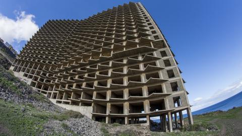 Hotel abandonado en Añaza, Tenerife.