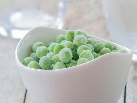 Frozen peas can hold up well after they are thawed.