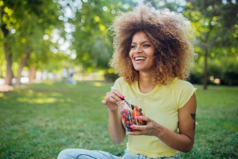 Merienda saludable al aire libre.