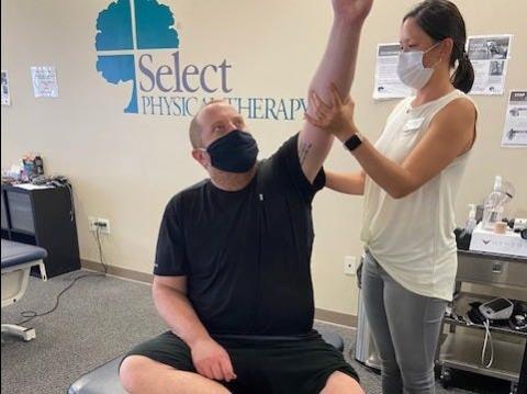 Mi fisioterapeuta, Virginia Fung, está ayudando a dirigir el programa de recuperación COVID-19 de Select Physical Therapy.