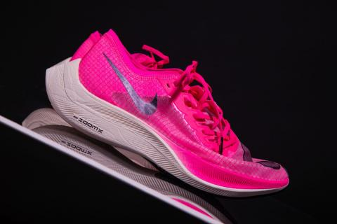 Un par de zapatillas Nike Vaporfly.