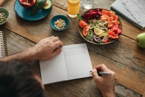 Planear comidas con anticipación.