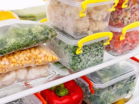 Junta todos tus alimentos congelados.