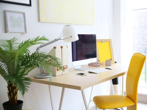 10 ways to optimize your home office and the biggest mistakes to avoid, according to an interior designer