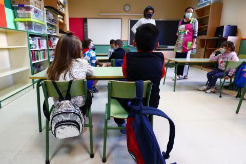 alumnos en clase, niños colegio