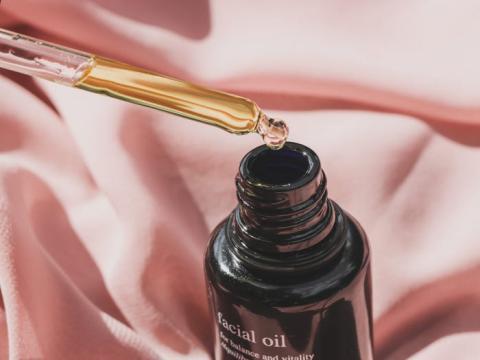 Amber Broder publica sobre el cuidado de la piel en su Instagram y crea contenido para marcas.
