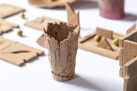 Artículos hechos con hueso de aceituna