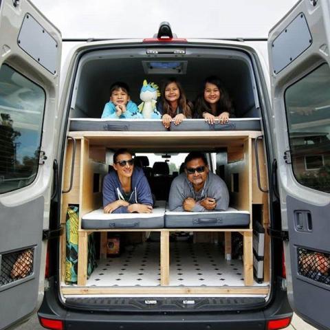 Las literas en la parte de atrás de la caravana.