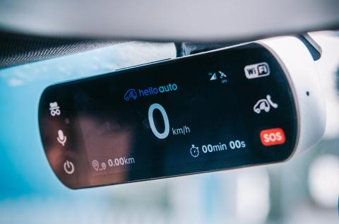 El dispositivo Hello Auto Connect de Hello Auto.