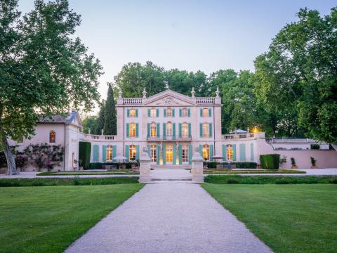 Exterior de la mansión.