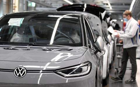 FILE PHOTO: VW restarts production after lockdown Reuters