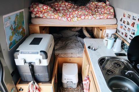 Interior de la caravana.