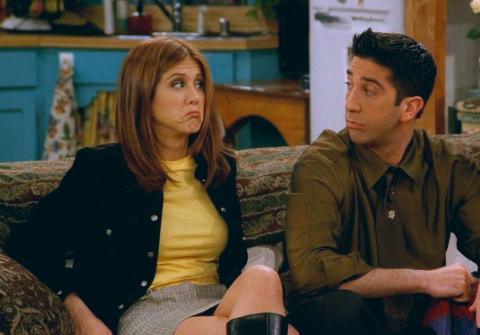 Jennifer Aniston como Rachel Green, junto a David Schwimmer como Ross Geller, en 'Friends'.