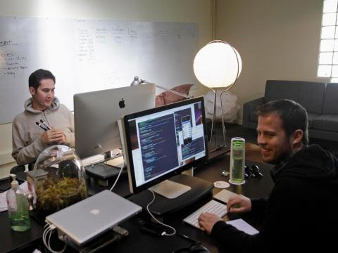 Kevin Systrom (izquierda) y Shayne Sweeney.