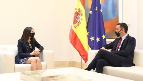 La líder de Ciudadanos, Inés Arrimadas, y el presidente del Gobierno, Pedro Sánchez, durante una reunión en La Moncloa