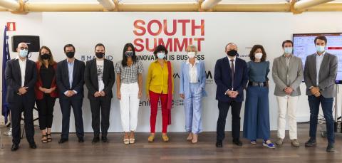 Carme Artigas, la quinta por la derecha, en la presentación del Mapa del Emprendimiento 2020 del South Summit.