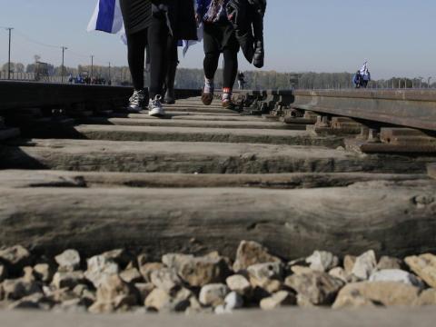 Las vías del tren en Auschwitz.