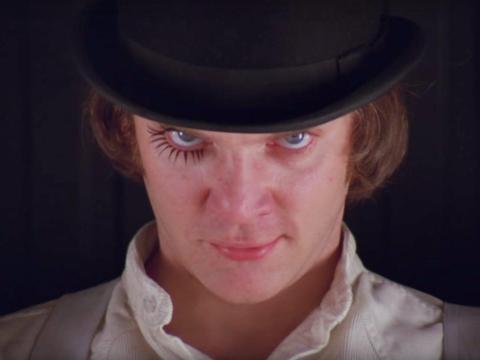 Malcolm McDowell como Alex.