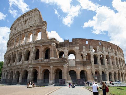 Vista general del monumento del Coliseo en Roma, Italia, el 10 de junio de 2020.