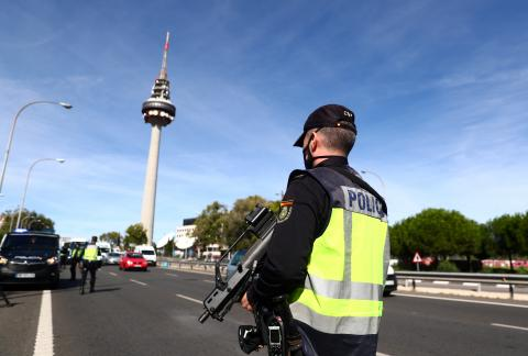 Controles de policía en Madrid por el estado de alarma