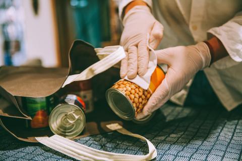 Desinfectar lata de garbanzos.