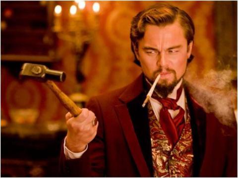 Leonardo DiCaprio como Calvin Candie.