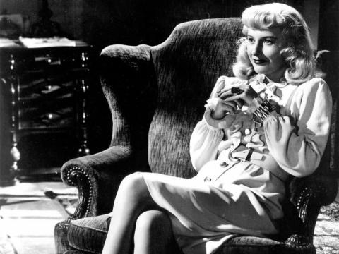 Barbara Stanwyck como Phyllis Dietrichson.