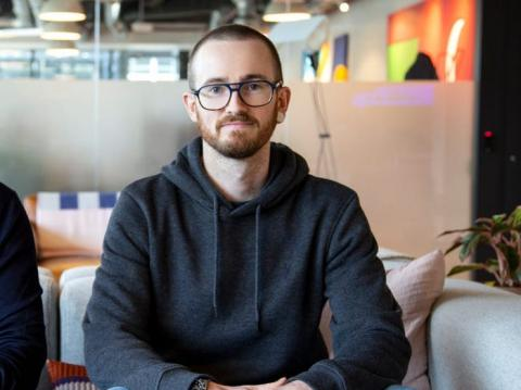 Lewis Hemens, es trabajador de Google y cofundador de DataForm.