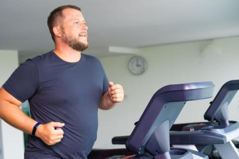 hombre corriendo, deporte, barriga