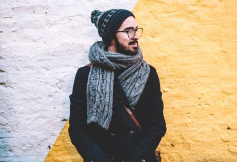 Hombre con ropa de abrigo