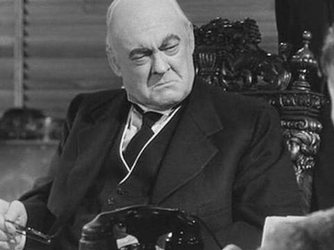 Lionel Barrymore como Mr. Potter.