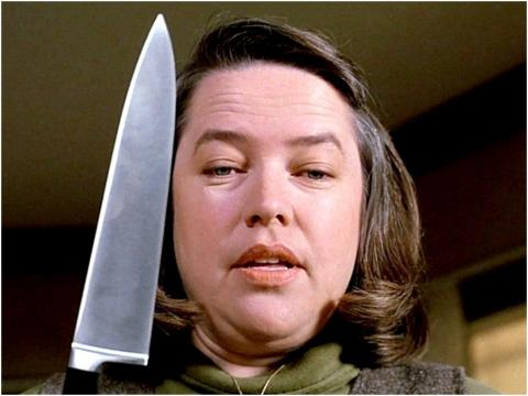 Cathy Bates como Annie Wilkes.