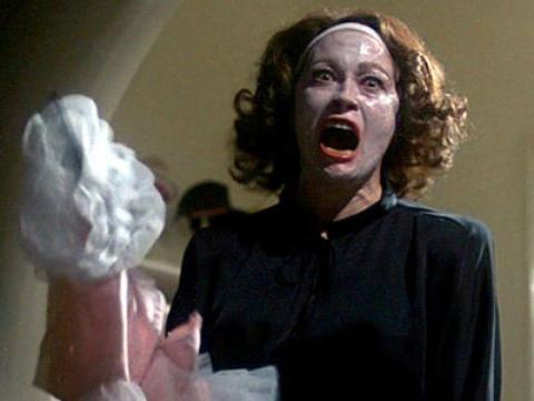 Faye Dunaway como Joan Crawford.