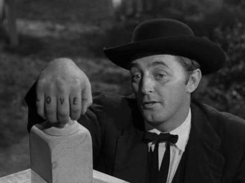 Robert Mitchum como Harry Powell.