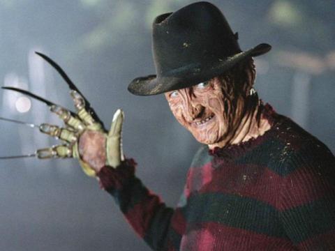 Robert Englund como Freddy Krueger.