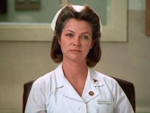 Louise Fletcher como Nurse Ratched.