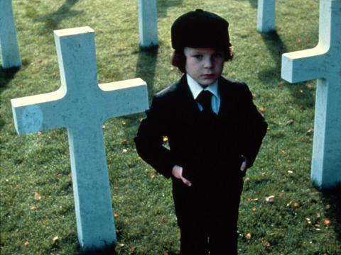 Harvey Spencer Stephens como Damien.
