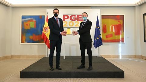 El presidente Sánchez y el vicepresidente Iglesias durante la presentación del borrador de PGE 2021.
