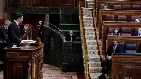 El presidente de Vox, Santiago Abascal, increpa al presidente del Gobierno, Pedro Sánchez, durante la moción de censura en octubre de 2020.