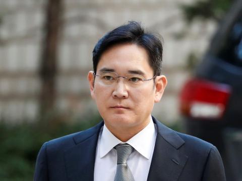 El vicepresidente de Samsung Electronics, Jay Y. Lee, llega al tribunal superior de Seúl en octubre de 2019.