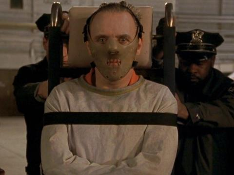 Anthony Hopkins como Hannibal Lecter.