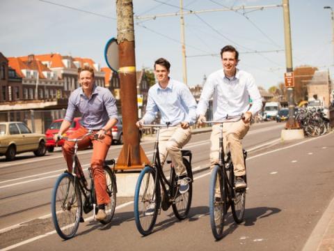 Los fundadores de Swapfiets Dirk de Bruijn (izquierda), Richard Burger (medio) y Martijn Obers.