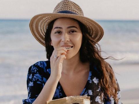 La usuaria de Instagram Monica Rojo tiene aproximadamente 3.000 seguidores en la plataforma. Creó una publicación patrocinada para los chips de la marca Kettle en noviembre del 2019.