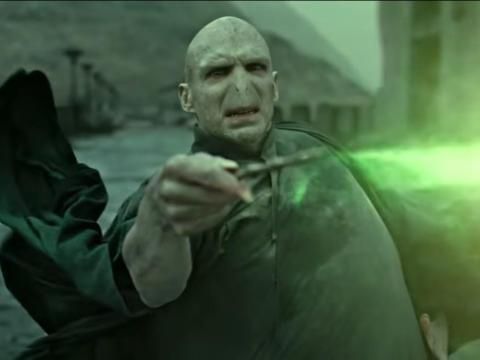 Ralph Fiennes como Lord Voldemort.