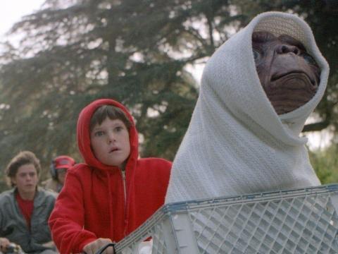 'E.T.' cuenta la historia de un simpático alienígena.
