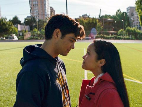 Noah Centineo y Lana Condor en 'A todos los chicos de los que me enamoré'.