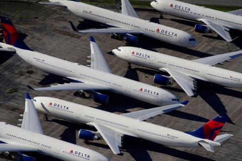 FOTO DE ARCHIVO: Aviones de pasajeros de Delta Air Lines en Birmingham.