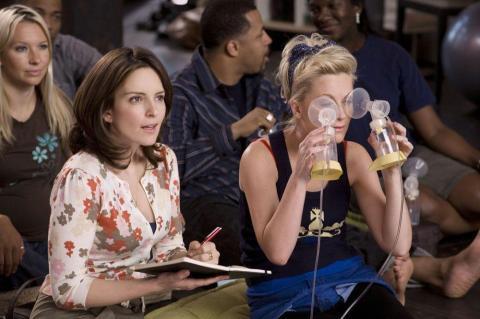 (De izquierda a derecha) Tina Fey y Amy Poehler en 'Mamá por encargo'.